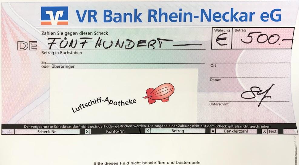 2017-10-16_Luftschiffapotheke_Spendenscheck.jpg
