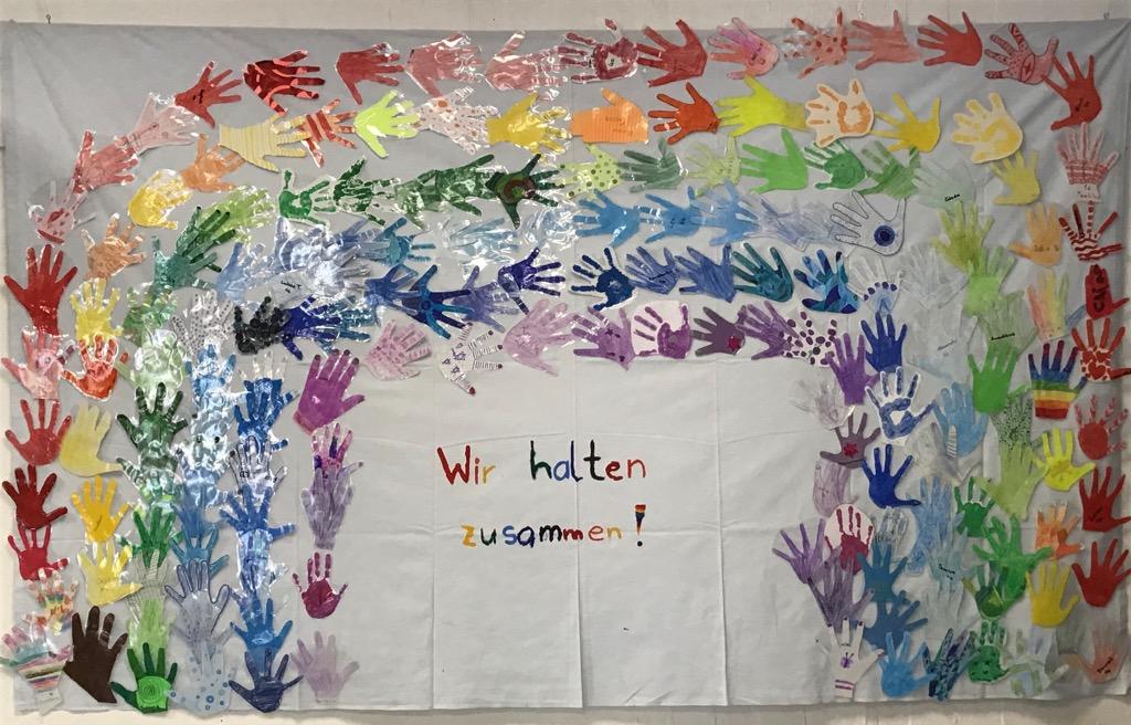 2020-05_Regenbogen-Haende.jpg